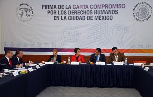 Firma de la Carta Compromiso por los Derechos Humanos en la Agenda Legislativa del Distrito Federal