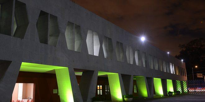 Galería: CDHDF ilumina de verde su edificio sede por el Día Nacional de Personas de Talla Baja.