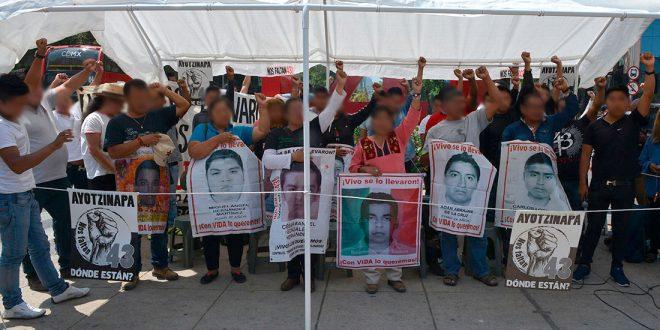"""Galería: CDHDF acompañó conferencia de familiares de los 43 """"Rumbo a la VI Convención Nacional Popular"""""""