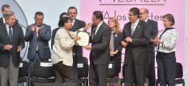 """Galería: Presidenta de CDHDF recibe """"Medalla a los Aportes Sobresalientes en Beneficio de la CDMX""""."""