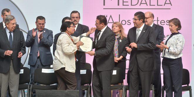 Recibe Presidenta de la CDHDF Medalla a los Aportes  Sobresalientes en Beneficio de la CDMX