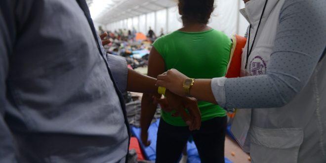 """Se refuerza ayuda para éxodo migrante instalado en el Estadio Martínez """"Palillo"""""""