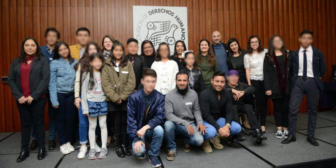 """Galería: Entrega de reconocimientos del  Concurso de cuento, dibujo y fotografía """"Jugando todas y todos nos conocemos. En México damos la  bienvenida a las personas refugiadas"""""""