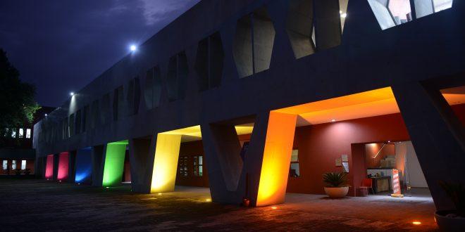 CDHDF ilumina su sede con los colores LGBTTTIQA+