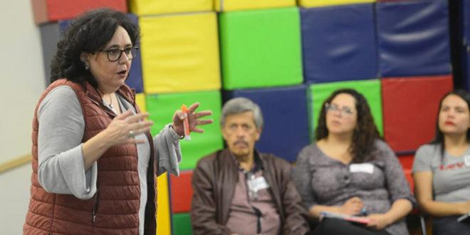 La especialista Marta Martínez Muñoz ofrece capacitación en materia de participación infantil