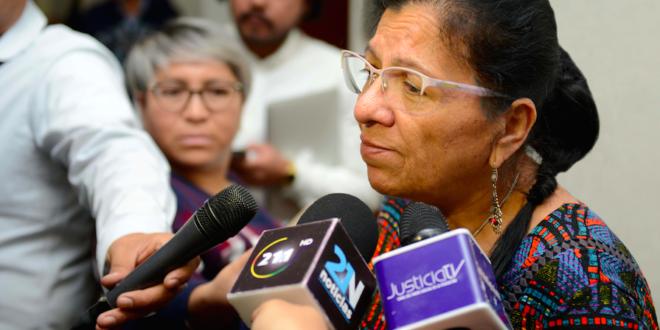 """Entrevista a la Presidenta de la CDHCM, Nashieli Ramírez Hernández, luego de la premiación del Concurso de cuento y dibujo """"Mis derechos me acompañan a donde quiera que voy, las personas refugiadas en México no pierden sus derechos""""."""