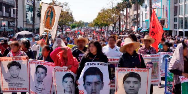 Galería: CDHCM acompañó marcha #Ayotzinapa63Meses