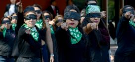 Galería: CDHCM se suma al performance global contra la violencia de género